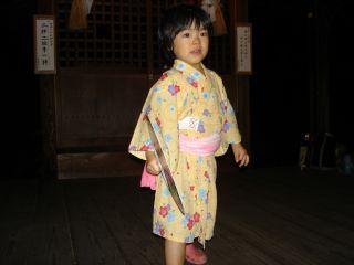 盆踊りしてる?マコちゃん!_e0166301_1819361.jpg
