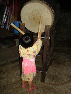 盆踊りしてる?マコちゃん!_e0166301_18325658.jpg