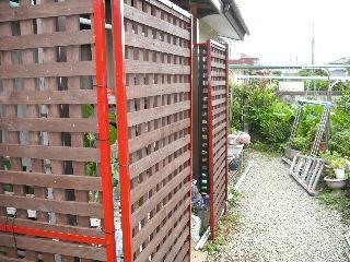 屋根塗装・ラティス塗装・玄関ドア塗装_f0031037_21112071.jpg