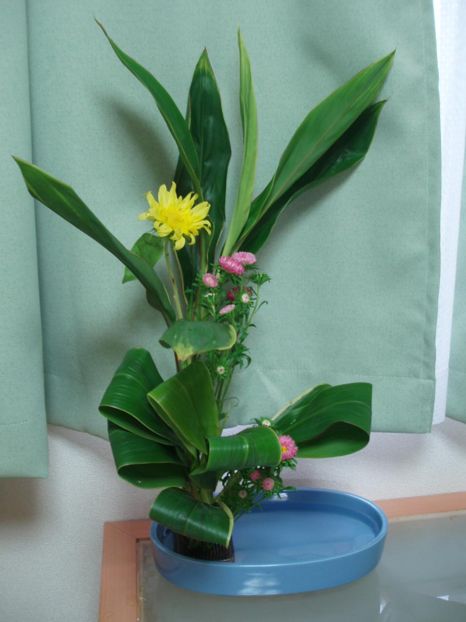 ちょっとアレンジ風の生け花♪_b0137453_5352033.jpg