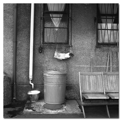 #2480 garbage can_e0175405_6555687.jpg