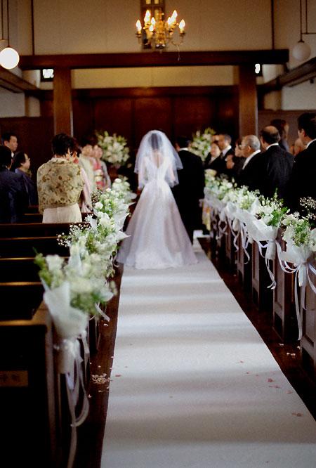 東京 高輪教会 会場装花2 *かすみ草とヴァージンロード_a0115684_20335060.jpg