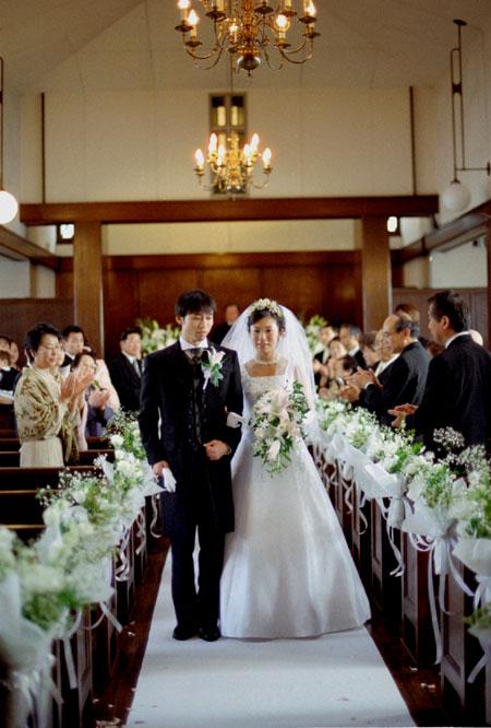 東京 高輪教会 会場装花2 *かすみ草とヴァージンロード_a0115684_20424530.jpg