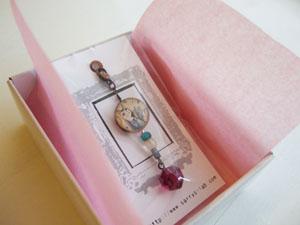 銀の小箱の贈り物_f0023482_1628574.jpg