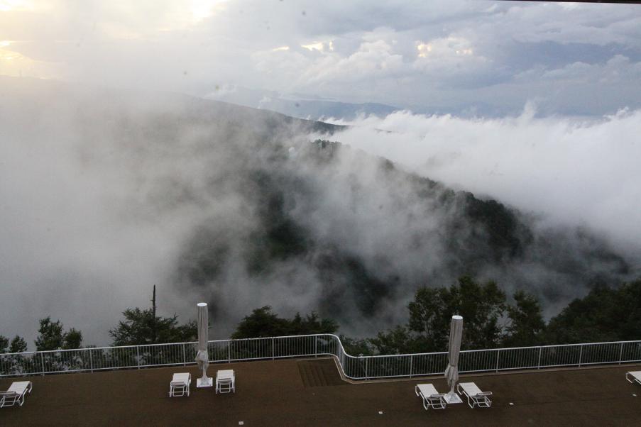 雲の下に住んでいる自分たち_a0107574_22371422.jpg