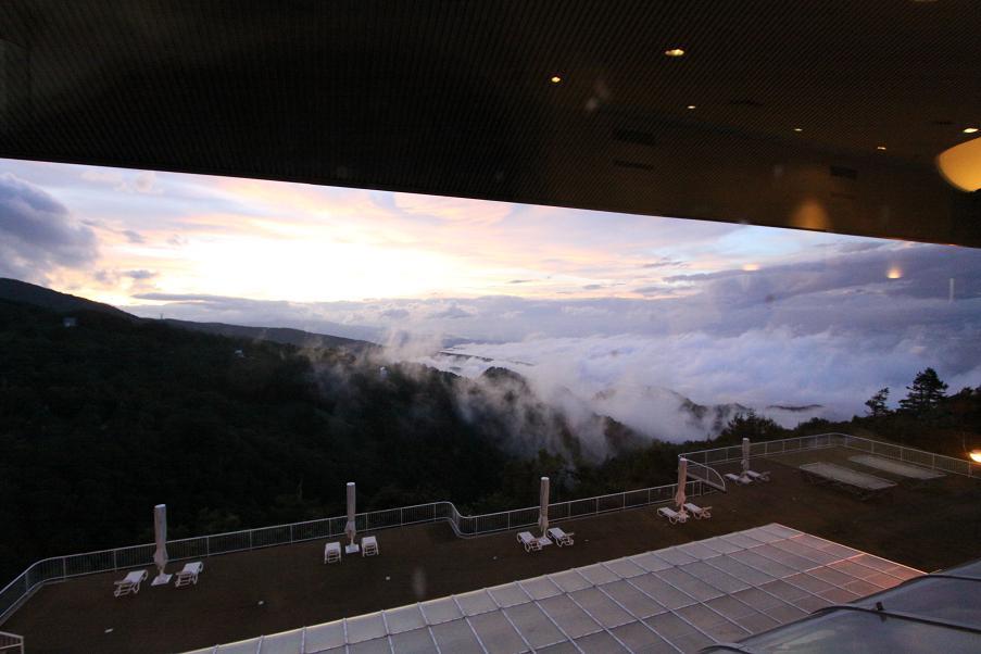 雲の下に住んでいる自分たち_a0107574_22372371.jpg