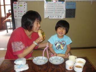 梅干しと、cocoaさんの手作りパンとマコちゃん_e0166301_2175598.jpg