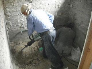 浴室リフォーム・解体工事・土間コン作業_f0031037_1964142.jpg