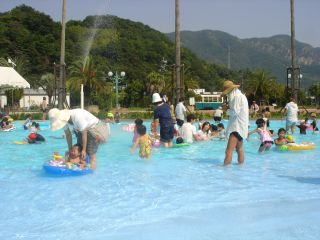 マコ、呉ポートピアのプールに行ったよ!_e0166301_1519303.jpg