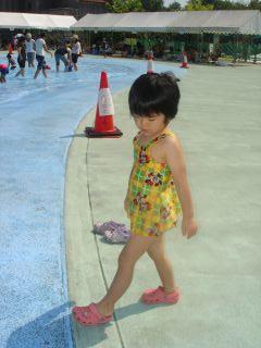 マコ、呉ポートピアのプールに行ったよ!_e0166301_1672793.jpg