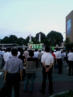 今日桜木町駅前で_d0092901_23162749.jpg