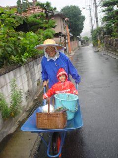早起きマコちゃん!朝は雨降ってたのよ!_e0166301_1519960.jpg