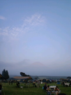 富士山がうっすら_c0033210_1849118.jpg