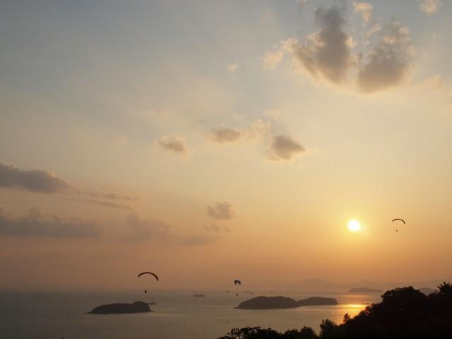 夕日とパラグライダー_e0074308_20405926.jpg