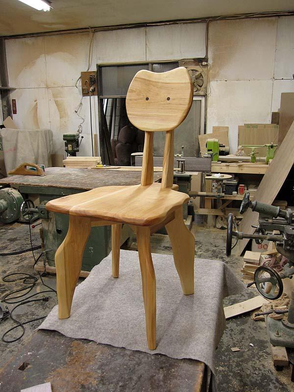 ネコ顔椅子_e0072513_1340403.jpg