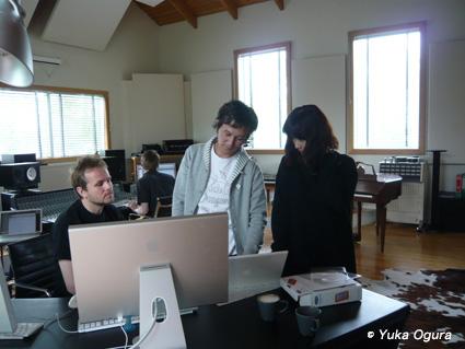原田知世アイスランド・レコーディング、その2:アットホームなスタジオでの1日目_c0003620_13411069.jpg