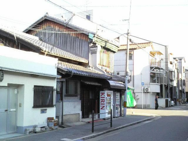 大阪の町屋を見て 「衣食足りて礼節を知る」を感じました。_f0052181_19305127.jpg