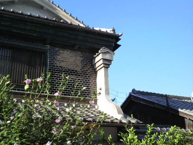 大阪の町屋を見て 「衣食足りて礼節を知る」を感じました。_f0052181_1930516.jpg