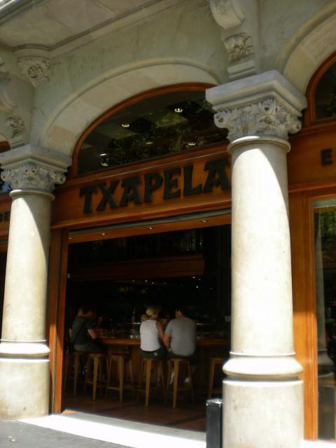 バルセロナ---お食事編---TXAPELA_c0179785_0273489.jpg