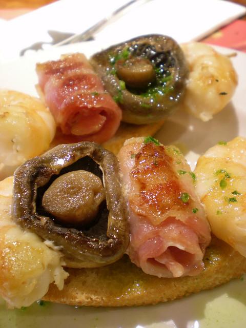 バルセロナ---お食事編---TXAPELA_c0179785_0362910.jpg