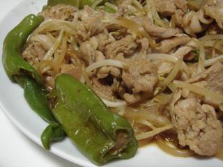 豚肉と万願寺唐辛子のにんにく醤油炒め_c0025217_00526.jpg
