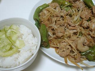 豚肉と万願寺唐辛子のにんにく醤油炒め_c0025217_23595576.jpg