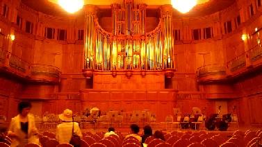 三女、社会人になってはじめてのコンサート。_e0110119_18261833.jpg