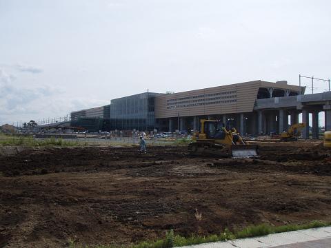 新青森駅完成間近_b0074601_21334534.jpg