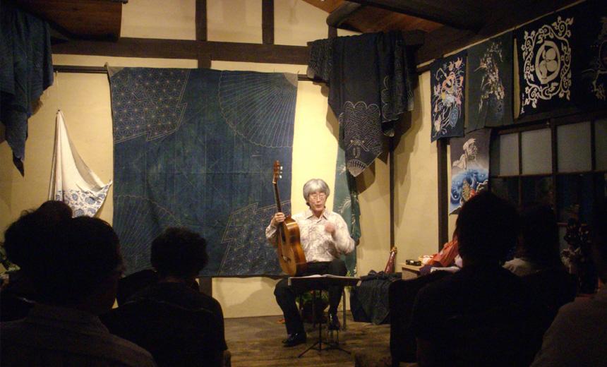 ギターと「ふろしき包み彩り展」_e0103327_1313297.jpg