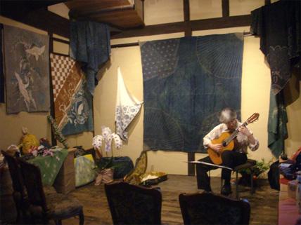 ギターと「ふろしき包み彩り展」_e0103327_1364020.jpg