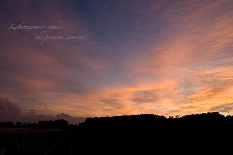 09/8/22    八ヶ岳のシルエットが浮かぶ夏の夕焼け_c0137403_21143952.jpg