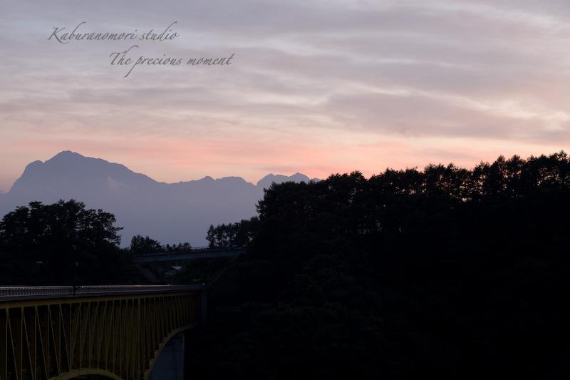 09/8/22    八ヶ岳のシルエットが浮かぶ夏の夕焼け_c0137403_21162847.jpg