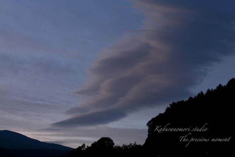 09/8/22    八ヶ岳のシルエットが浮かぶ夏の夕焼け_c0137403_21172690.jpg