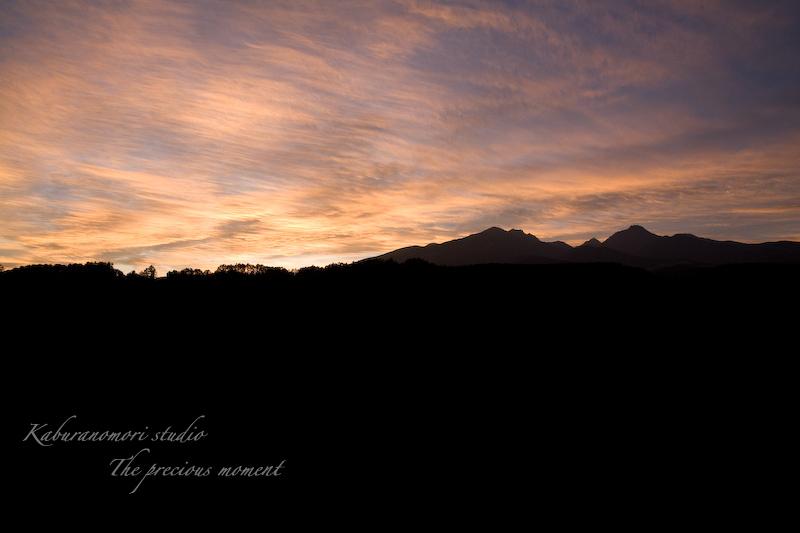 09/8/22    八ヶ岳のシルエットが浮かぶ夏の夕焼け_c0137403_2164434.jpg