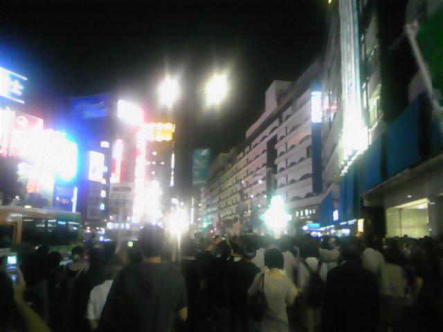 池袋駅東口にて_e0165379_2013080.jpg