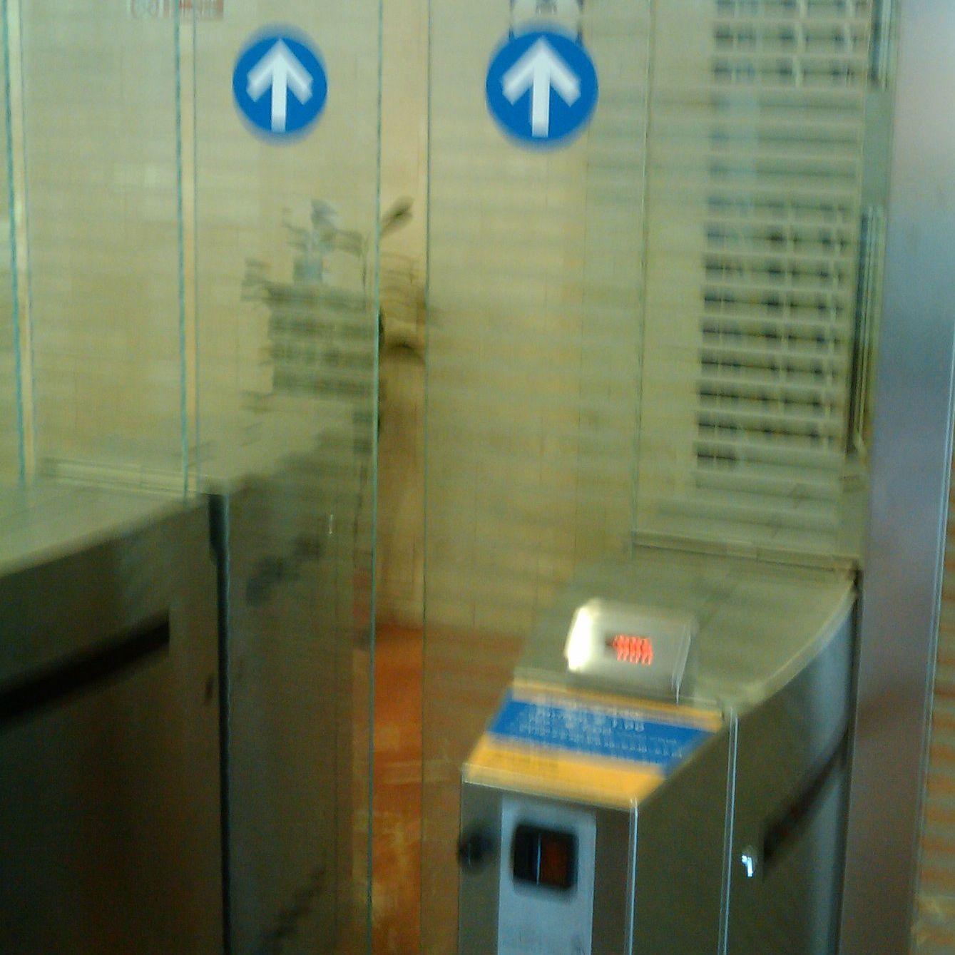 イタリアの有料トイレ_f0192307_21562517.jpg