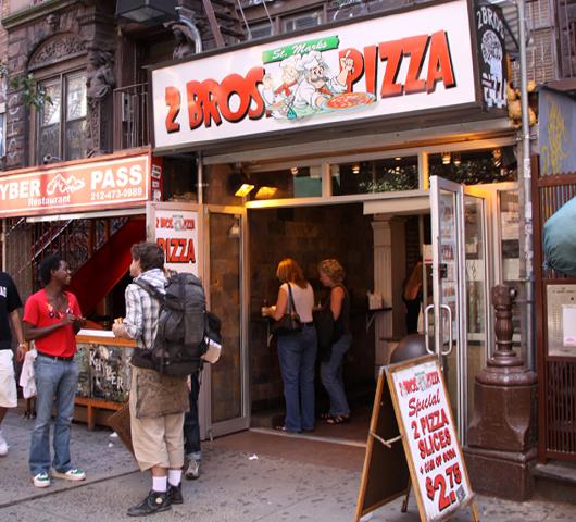 ニューヨークの究極B級グルメ $1ピザ (2 Bros Pizza編)_b0007805_148566.jpg