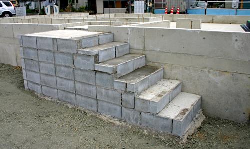 ブロック造の階段_d0082238_22485399.jpg