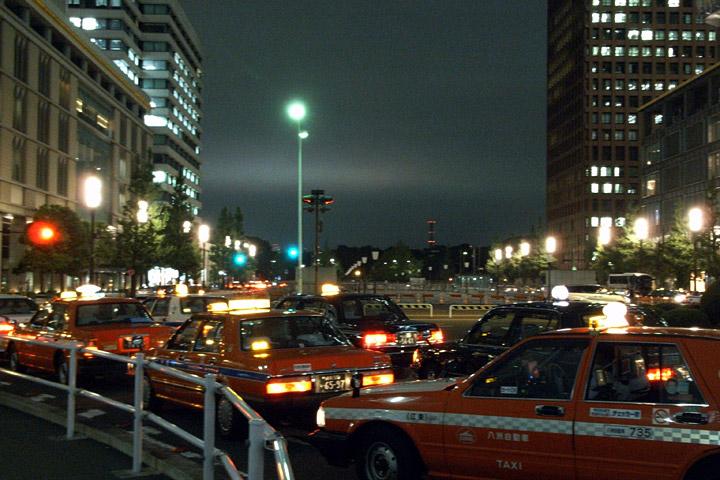 思い立ったらすぐ撮ろう。昨夜の空と今朝の東京駅。_b0006870_12424622.jpg