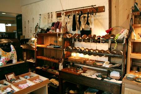 京都三条通りにてファイヤーキングを展示販売しています_c0143209_2326044.jpg