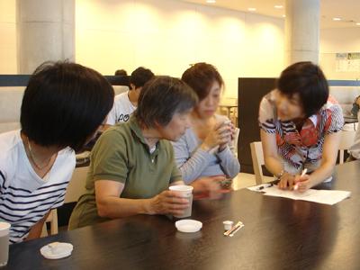 「バラの小径」で野村先生の剪定実習_a0094959_1401894.jpg