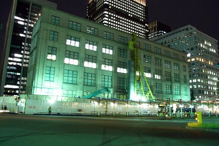 夜の東京中央郵便局。工事中・・・_b0006870_13285532.jpg
