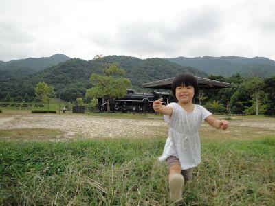 マコちゃん、大きい公園に行く!_e0166301_5561260.jpg