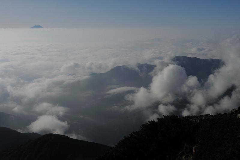 北岳にてホシガラス、イワヒバリ_d0099854_23112890.jpg