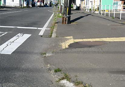 車いすで行った帯広(3)帯広駅周辺歩道_c0167961_224373.jpg