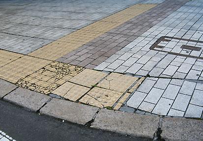 車いすで行った帯広(3)帯広駅周辺歩道_c0167961_224913.jpg