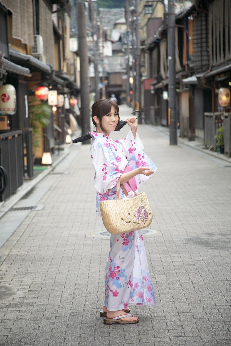 祇園にて かぐやさん_f0021869_23232423.jpg