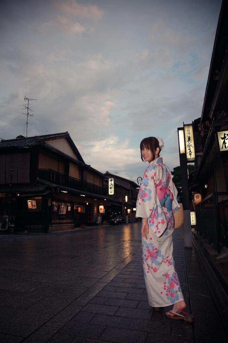 祇園にて かぐやさん_f0021869_2329329.jpg
