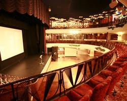 大正ロマンのオペラハウスを再現した『東京キネマ倶楽部』。 _b0032617_10393788.jpg