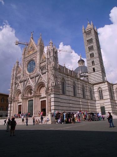 賑やかな大聖堂~古都シエナ_f0106597_1202892.jpg